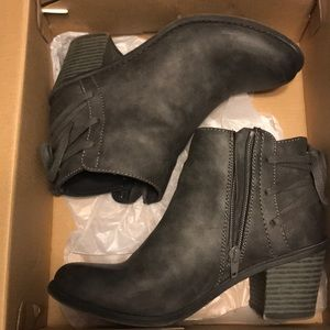 ROXY charcoal gray ankle booties size 7!